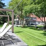 Zwembad met zicht op woning te Bosch en Duin.