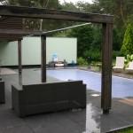 Loungeplek bij zwembad te Bosch en Duin.